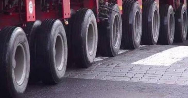 COMPILATION: Les séquences les plus extrêmes en camion au niveau du chargement énorme à l'arrière!