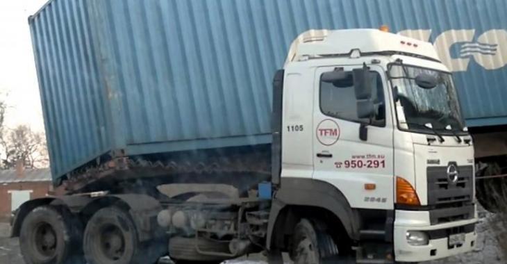 Ce camionneur commet une erreur HORRIBLE, comment a-t-il eu son permis?