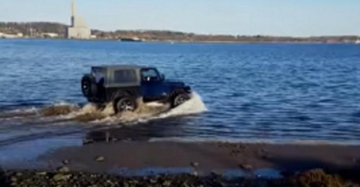 Cet idiot ruine totalement son Jeep, il aurait dû se pratiquer avant d'aller là!
