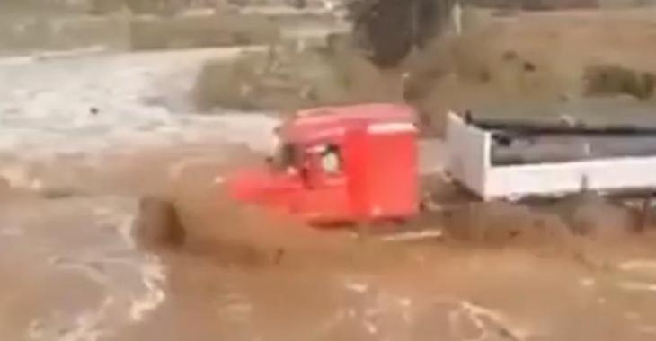 N'importe quel conducteur aurait rebroussé chemin, ce camionneur avait un autre plan en tête!