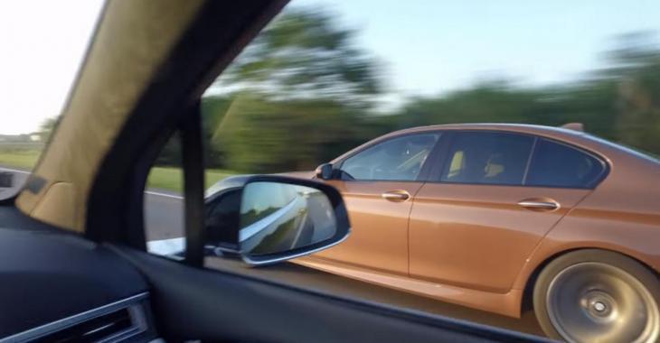 Une Tesla et une BMW en pleine course sur l'autoroute se font dépasser par un surprenant véhicule.