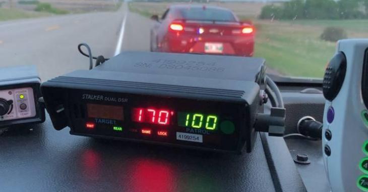 Un adolescent est accusé d'excès de vitesse, mais les policiers n'oublieront jamais son excuse!
