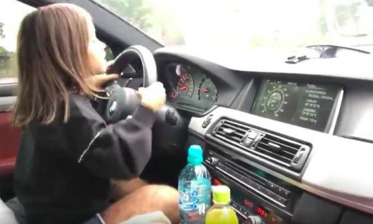 Cette fillette conduit une BMW M5 de plus de 700HP, et elle semble avoir un plaisir fou!