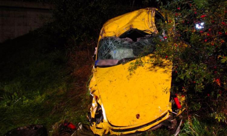 Il fait un accident à 300KM/H avec son Porsche Cayman GT4 et les images sont horribles!